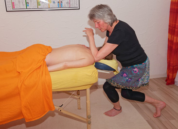 Schneiter Massagen - Cultural Bodywork am Ruecken